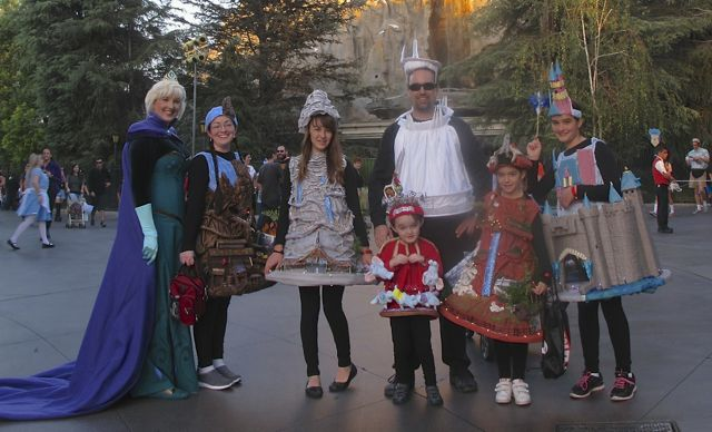 I ran after this family to ask for a photo with their fantastic Disneyland ride costumes & I ran after this family to ask for a photo with their fantastic ...