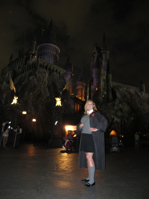 Student Britta at Hogwarts at night
